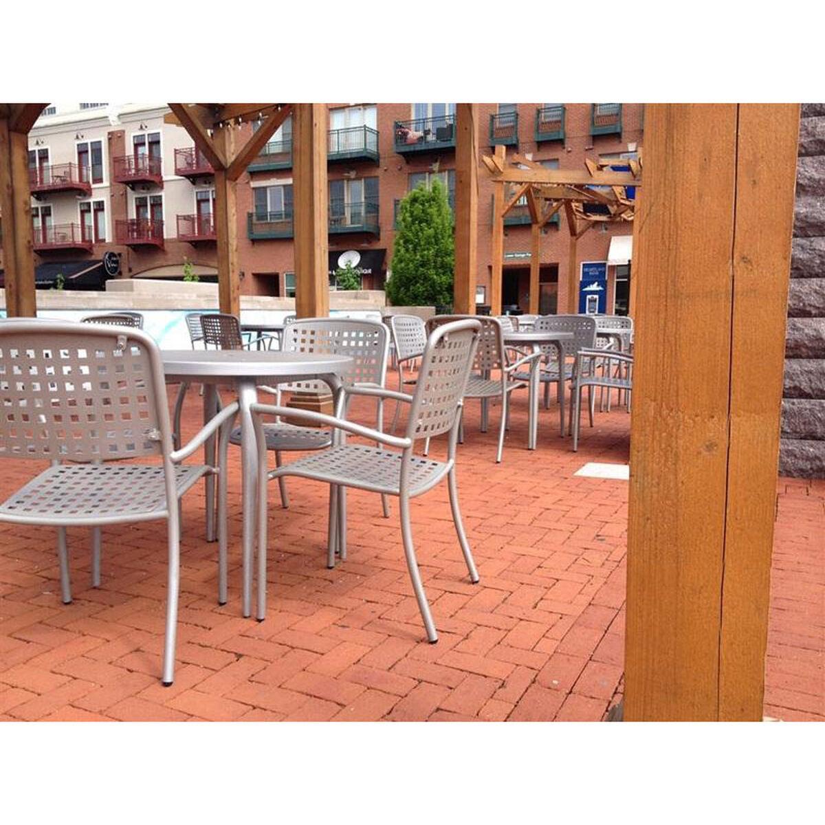Hanna Outdoor Dining Table HAIP Bizchaircom - 36 round outdoor dining table